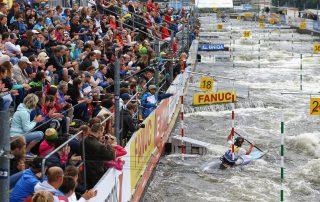 Světový pohár ve vodním slalomu letos 6. až 8. září vyvrcholí právě v české metropoli, kde se také rozdají tituly mistrů světa pro závodníky v extrémním slalomu.